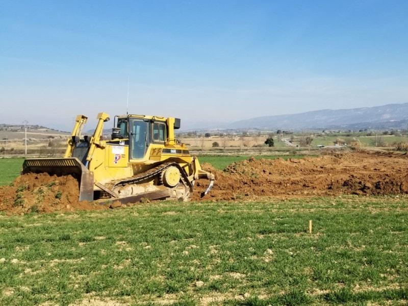 Preparación de la tierra con pala cargadora - peyret