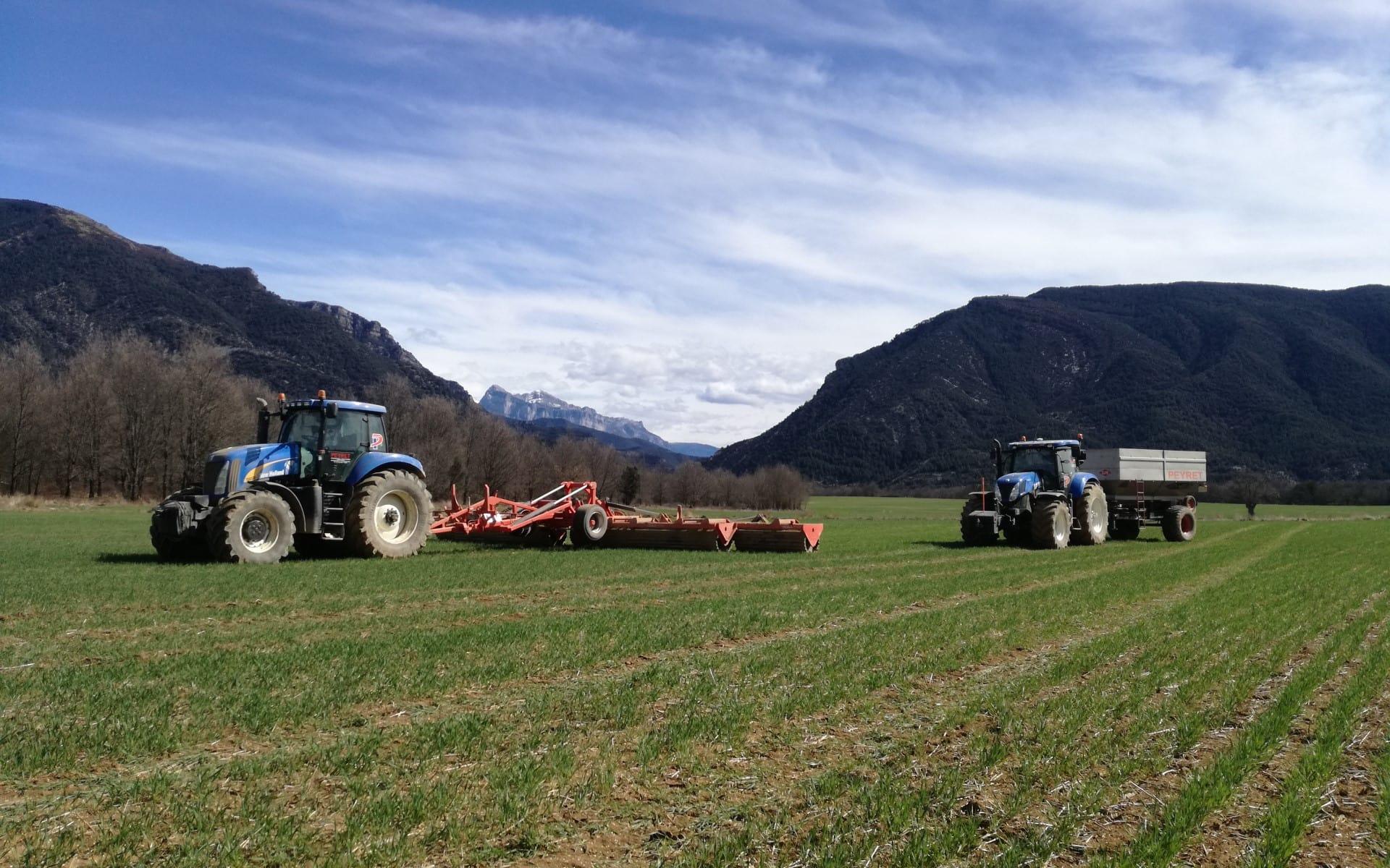 vehiculos agricultura trabajando en el campo - peyret