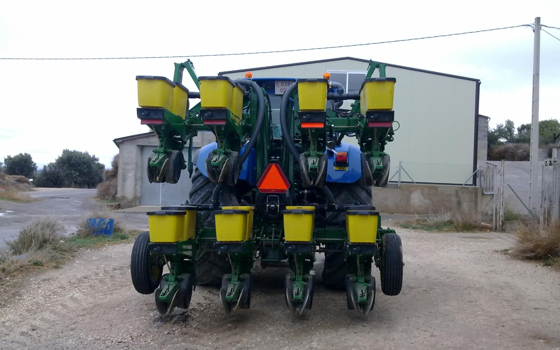 tractor preparado para siembra - peyret